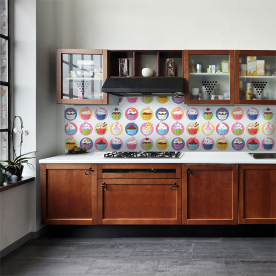 Pomysł na ścianę w kuchni i w jadalni przy stole