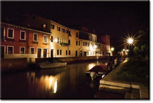 obrazy z kanałami nocą