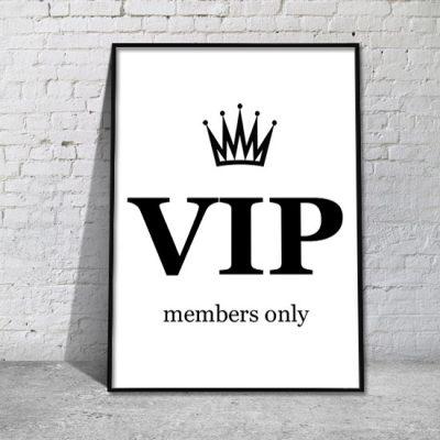 biały plakat z napisem czarnym VIP