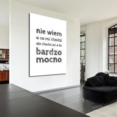 salonowa ozdoba z czarnym napisem