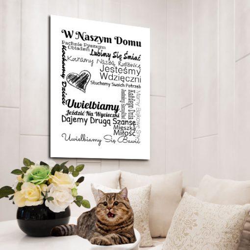 plakat z sentencją w tym domu...