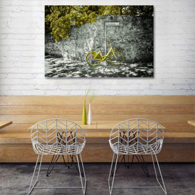 dekoracja z żółtym rowerem