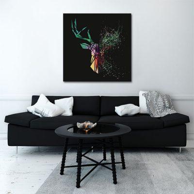 kolorowy jeleń z czarnym tłem