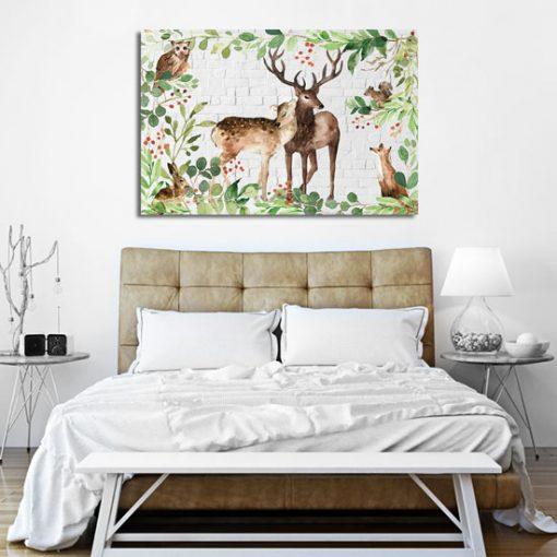 obraz z dzikimi zwierzętami nad lóżkiem