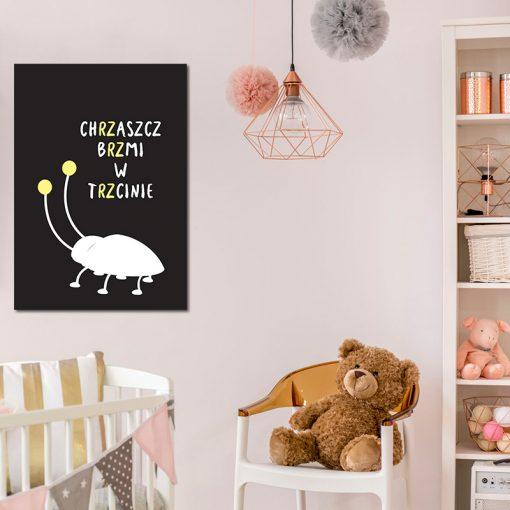 dziecięcy pokój z plakatem o chrząszczu