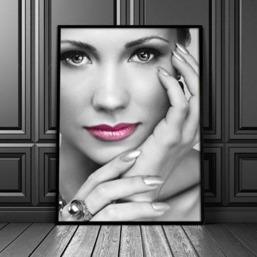 plakat z czarno-białym wizerunkiem