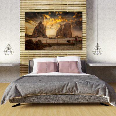 sypialnia z obrazem Capri