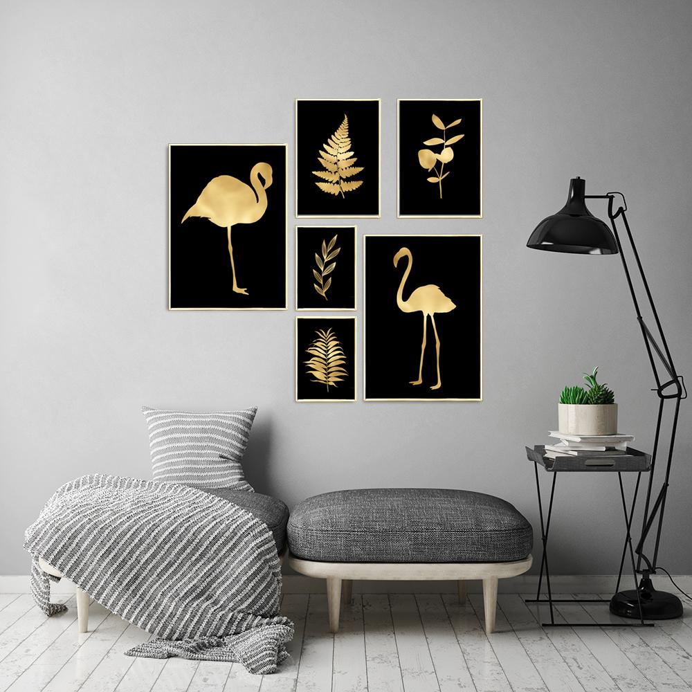 Zestaw Złotych Plakatów Z Flamingami I Roślinami