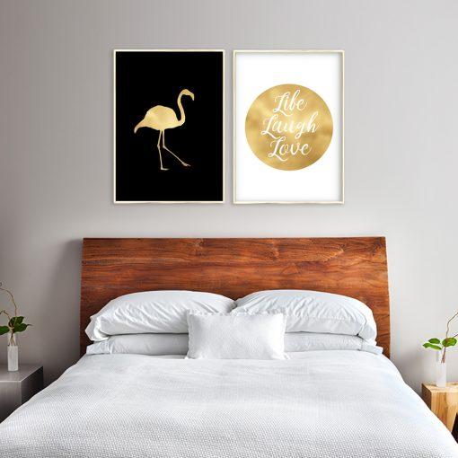 napisy z flamingiem na plakacie
