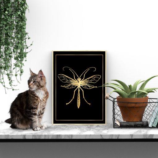 plakat jak złoto z motywem komara