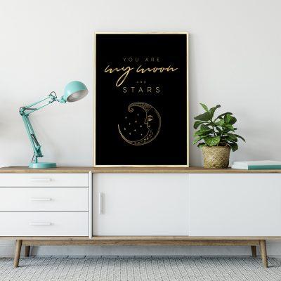 napis o księżycu i gwiazdach