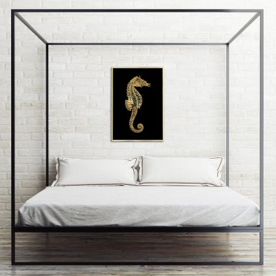 metaliczny plakat z konikiem morskim