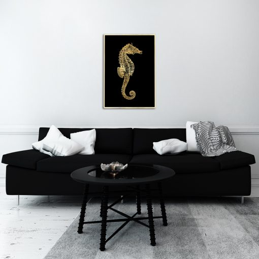 konik morski na złoto-czarnym plakacie