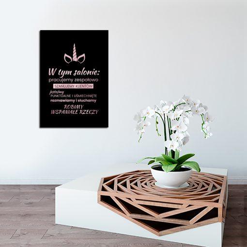różowo złoty plakat z napisem do salonu kosmetycznego