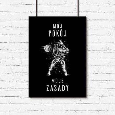 Czarno-biały plakat z motywem astronauty