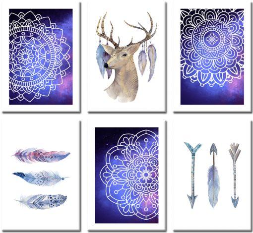 motyw jeleni i piór na plakatach