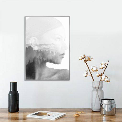 plakat pionowy z kobietą