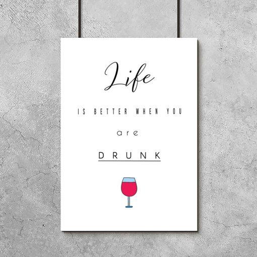 Plakat z napisem i kieliszkiem wina