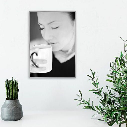 Plakat kobieta z kawą