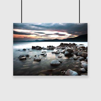 Plakat jezioro i zachód słońca
