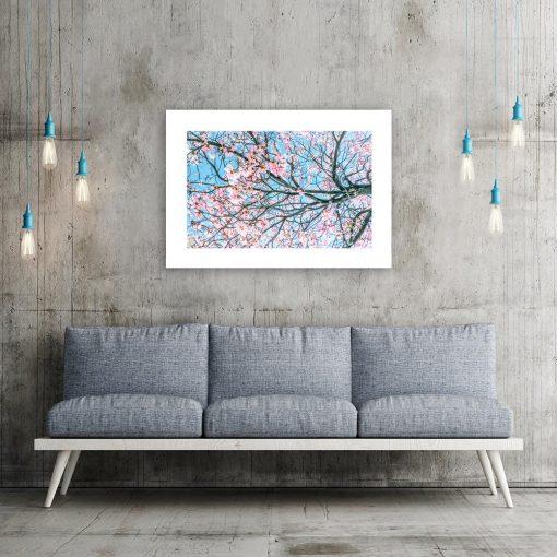 Niebieski plakat z kwiatami