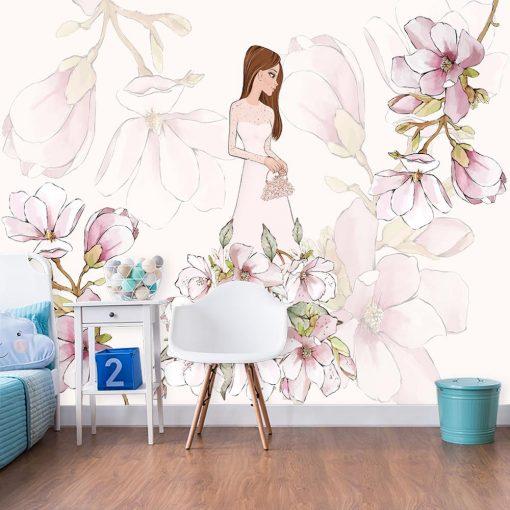 Różowa fototapeta z lalką i kwiatami