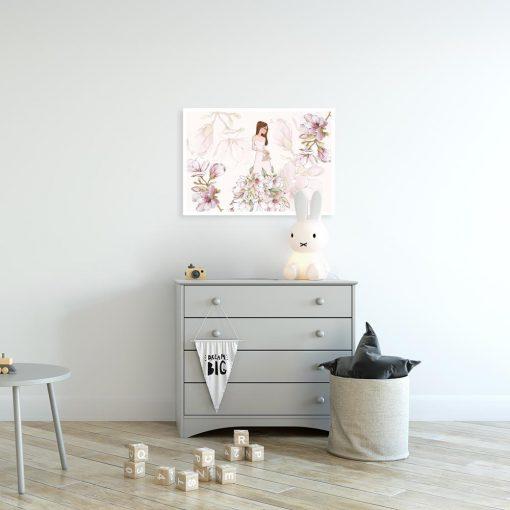 Plakat różowy z lalką w sukni