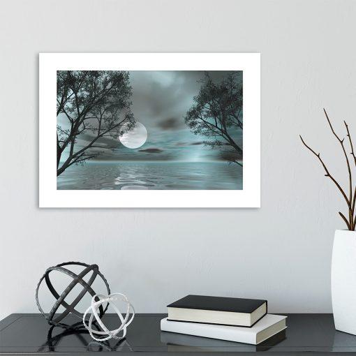 księżyc i drzewa na plakacie