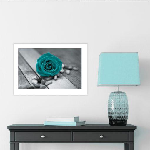 plakat róża kamyki drewniane deski