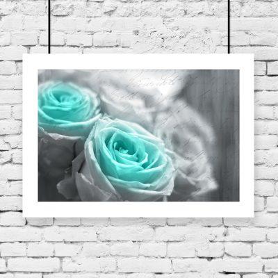 turkusowe kwiaty na plakacie