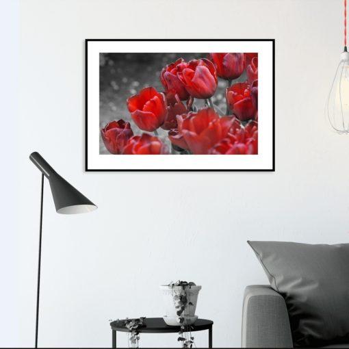 czerwony plakat w kwiaty