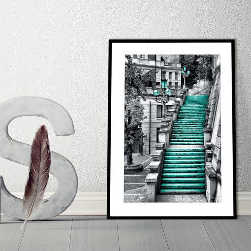 czarno-biały plakat z turkusowymi elementami
