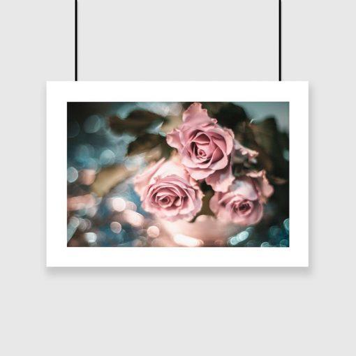 różowy plakat z motywem kwiatów