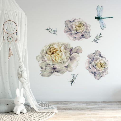 naklejka na ścianę pokoju dziecięcego z motywem piwonii