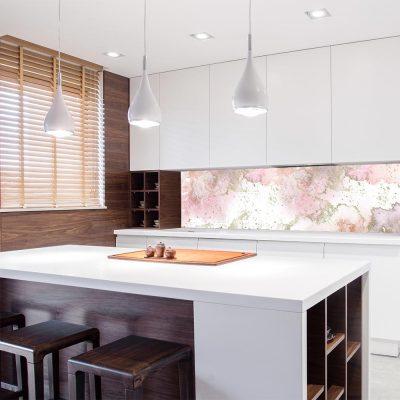 tapeta do kuchni z motywem różowych plam