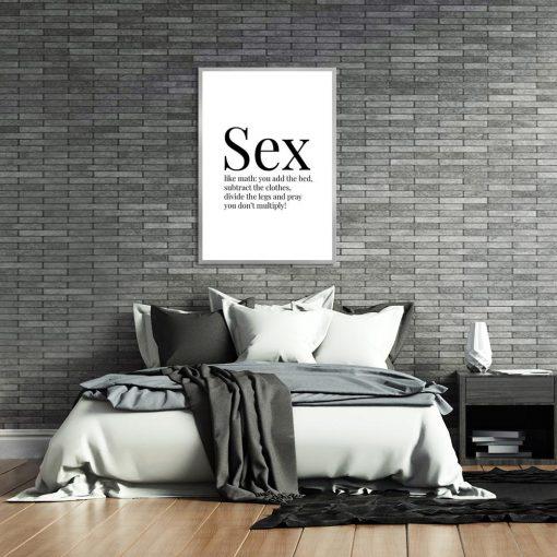plakat z czarnym napisem po angielsku do sypialni