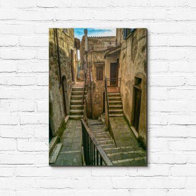 Obraz z kamiennymi schodami.