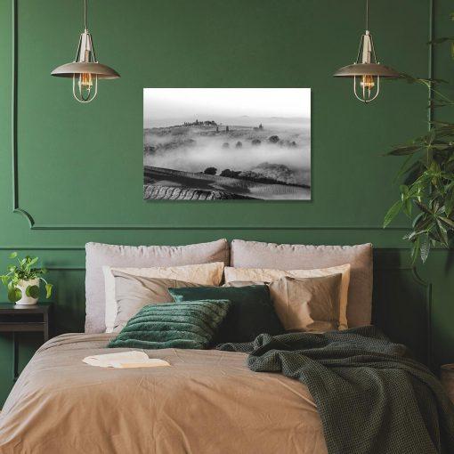Czarno-biały obraz z górską scenerią do sypialni