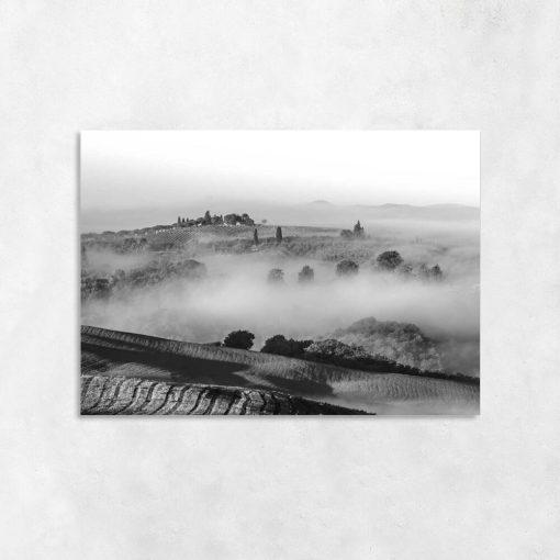 Czarno-biały obraz z górską scenerią do dekoracji salonu