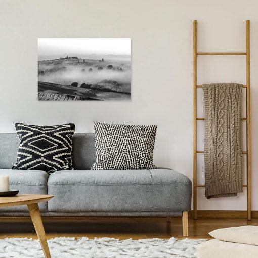 Czarno-biały obraz z górską scenerią do dekoracji gabinetu