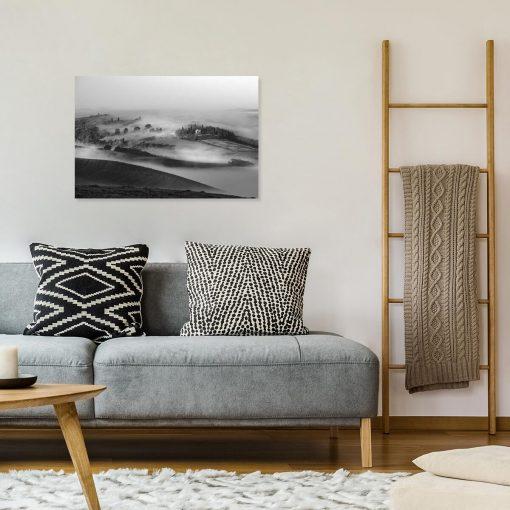 Czarno-biały obraz z górzystym widoczkiem do sypialni