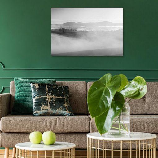 Czarno-biały obraz z pejzażem we mgle do sypialni