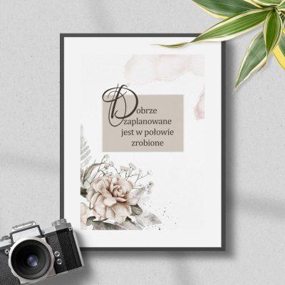 Plakat z kwiatami i maksymą życiową dobrze zaplanowane...