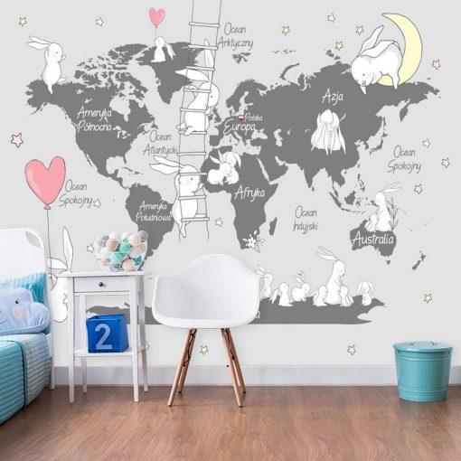 Mapa i króliczki na tapecie