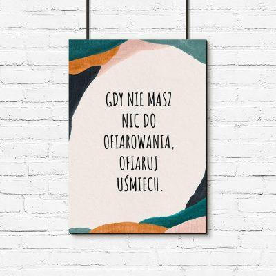 Plakat z sentencją o uśmiechu i dawaniu