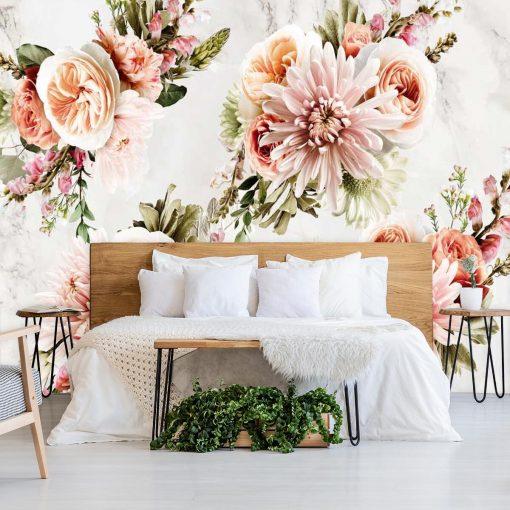 Kwiaty na tapecie w formie girlandy