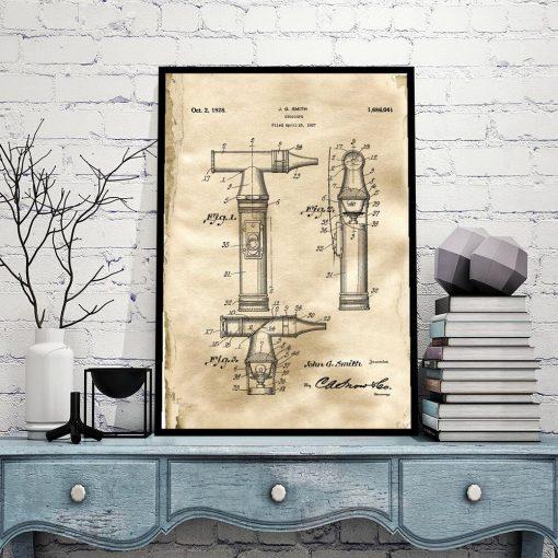 Plakat z patentem na otoskop do biura