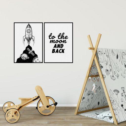 Plakat dla dzieci z rakietą i napisem: na Księżyc tam i z powrotem